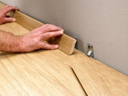 Монтаж деревянных плинтусов